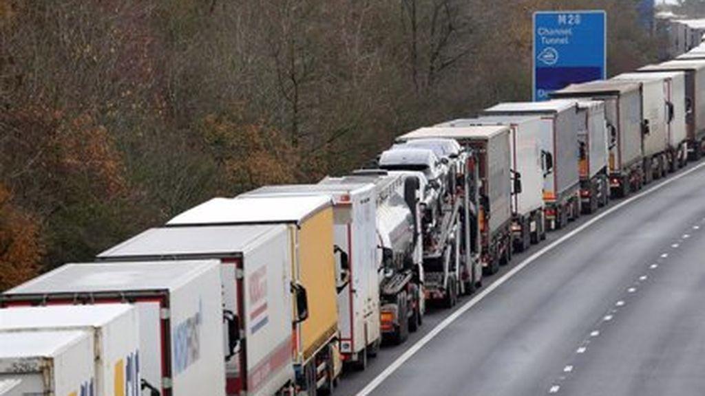 """Los camioneros atrapados en Reino Unido vuelven a casa: """"Termina la pesadilla, podremos pasar la Nochevieja en casa"""""""