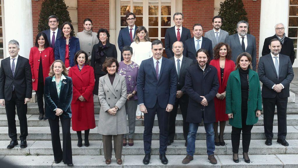 Foto de familia del Gobierno de coalición en Moncloa
