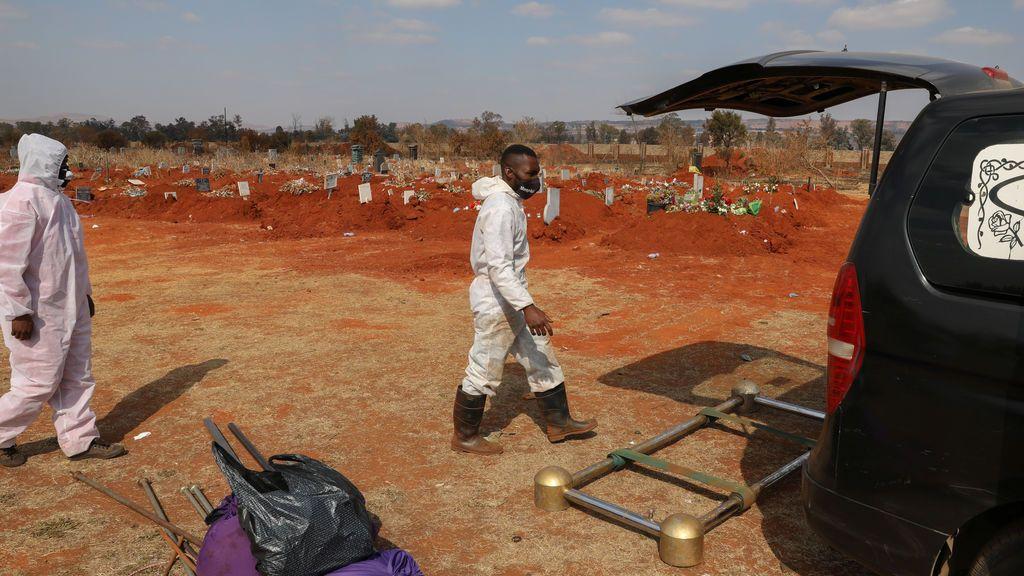 Sudáfrica suma 1 millón de casos con la nueva variante del coronavirus extendiéndose rápidamente