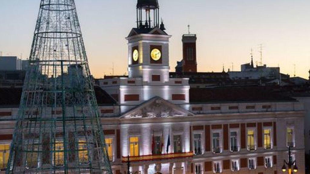 La Nochevieja en Madrid: la Puerta del Sol cerrada y Policía para evitar celebraciones en otros espacios públicos