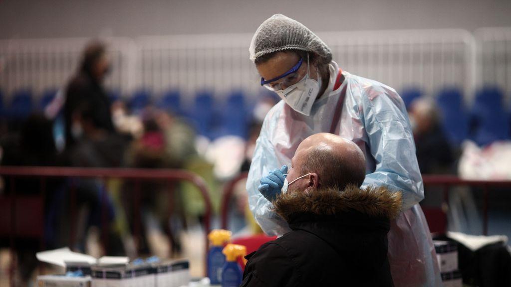 Madrid notifica 3.070 nuevos contagios por covid y detecta seis casos de la nueva cepa británica