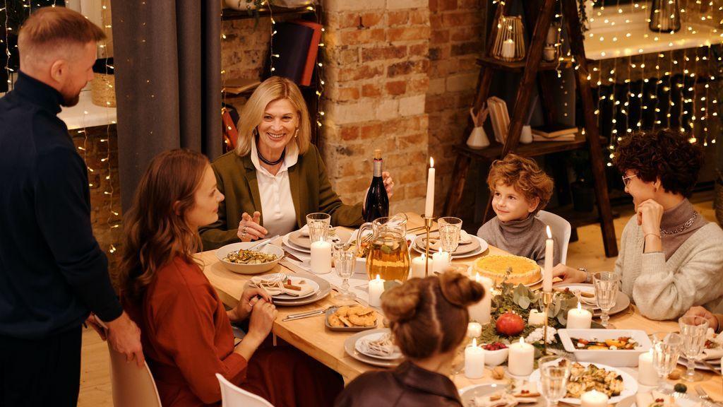 """La advertencia de los expertos: """"Si vas a reunirte en Nochevieja que sea con los que cenaste en Navidad"""""""