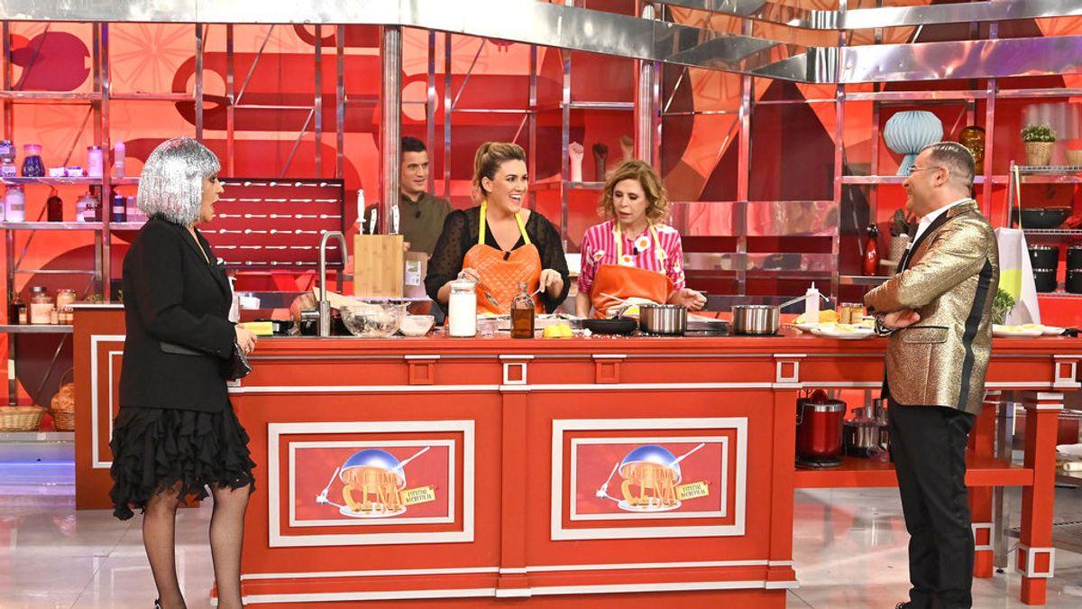 Carlota Corredera, Agatha Ruiz de la Prada, Amador Mohedano y Antonio David Flores sirven 'La Última Cena' de 2020 en Telecinco