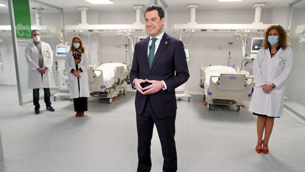 """Moreno dice que la sanidad pública andaluza tiene """"más recursos y profesionales que nunca"""""""