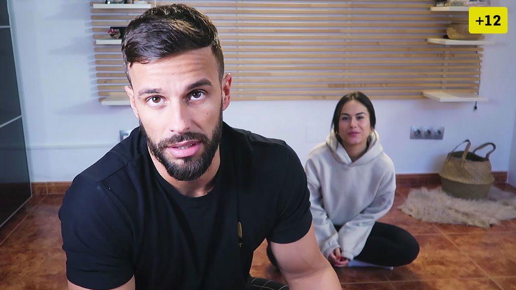 Cristian Atm y Alba ponen a prueba su confianza haciendo yoga en pareja (1/2)