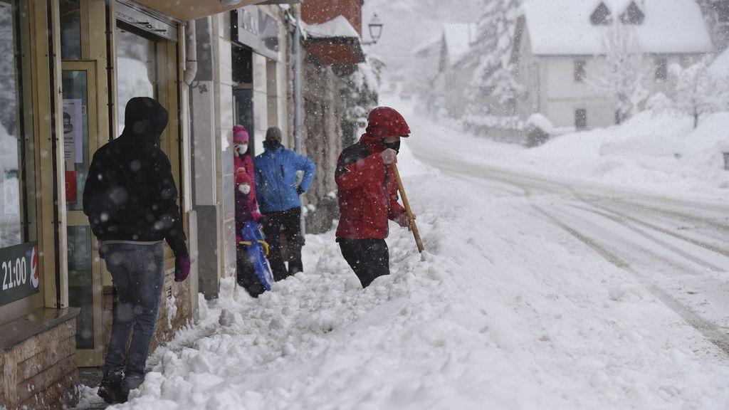¡Se multiplican los avisos para Fin de Año! Al menos 15 provincias están en riesgo por las nevadas