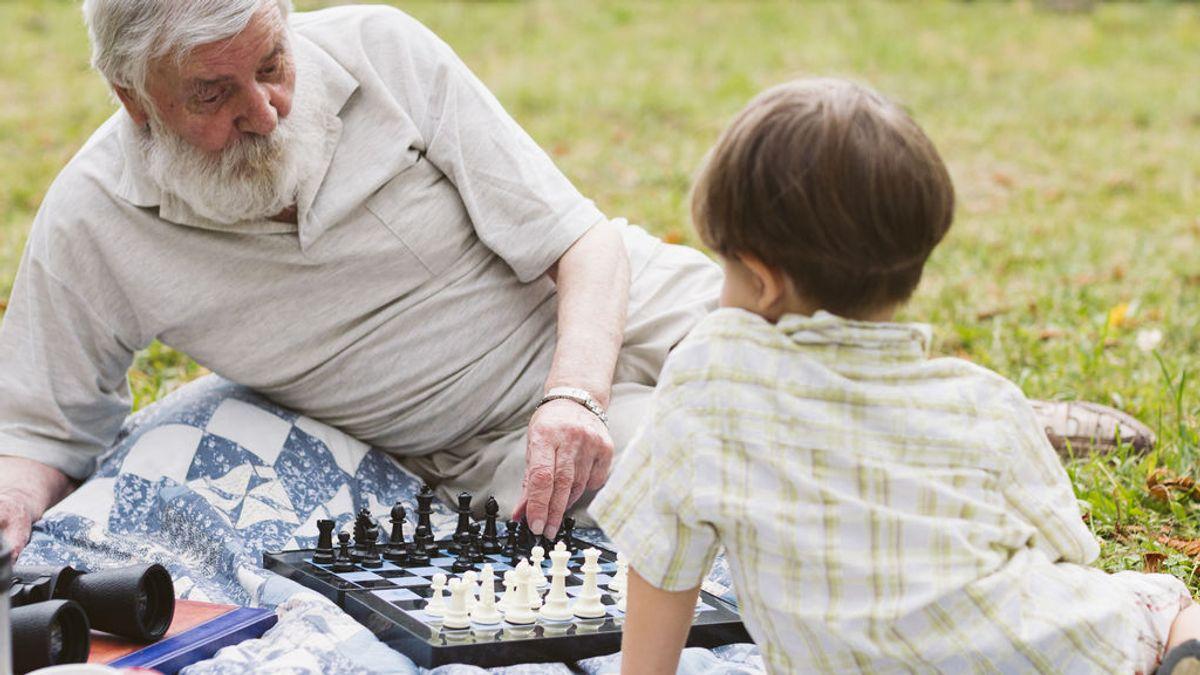grandpa-teaching-grandson-chess