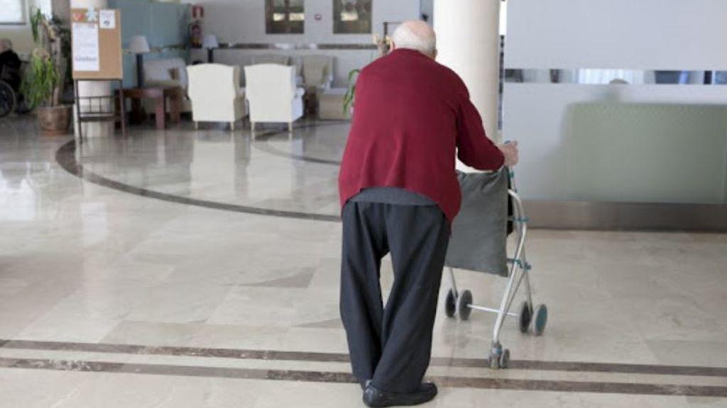 Familiares se oponen a que vacunen a un pariente anciano en Sevilla