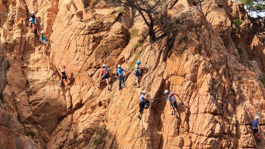 ¿Qué material mínimo necesitas para hacer escalada deportiva?