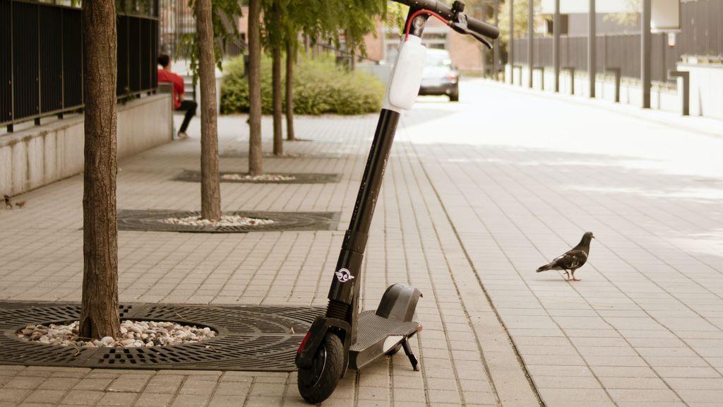 Los patinetes eléctricos, considerados como un vehículo más: solo por la calzada y respetando las normas