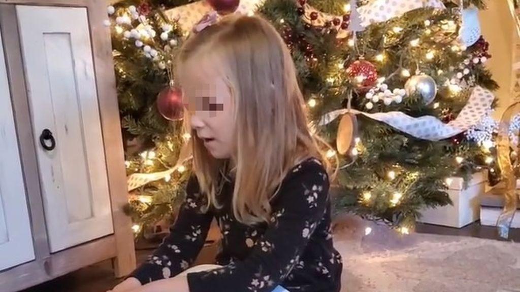 La reacción de una niña ciega al descubrir que ha recibido los libros de 'Harry Potter' en braille por Navidad