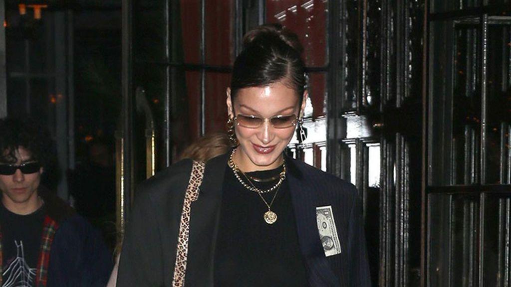 'Midriff flossing', la tendencia más atrevida para el 2021 que ya llevan Bella Hadid y Kendall Jenner