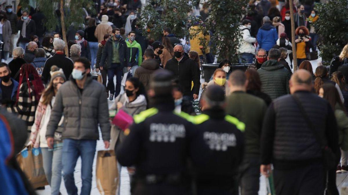 España acaba el año con una subida a 18.047 contagios y 148 muertos