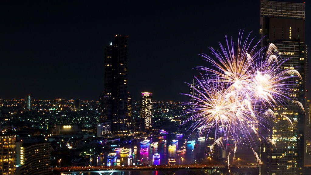 Fuegos artificiales para despedir el año en Bangkok (Tailandia)