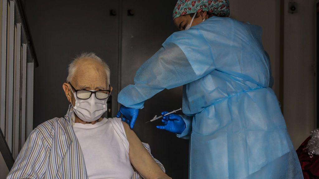 El reto para el inicio de 2021: vacunar a todos los mayores de 70 años, lo que reducirá la mortalidad un 79%