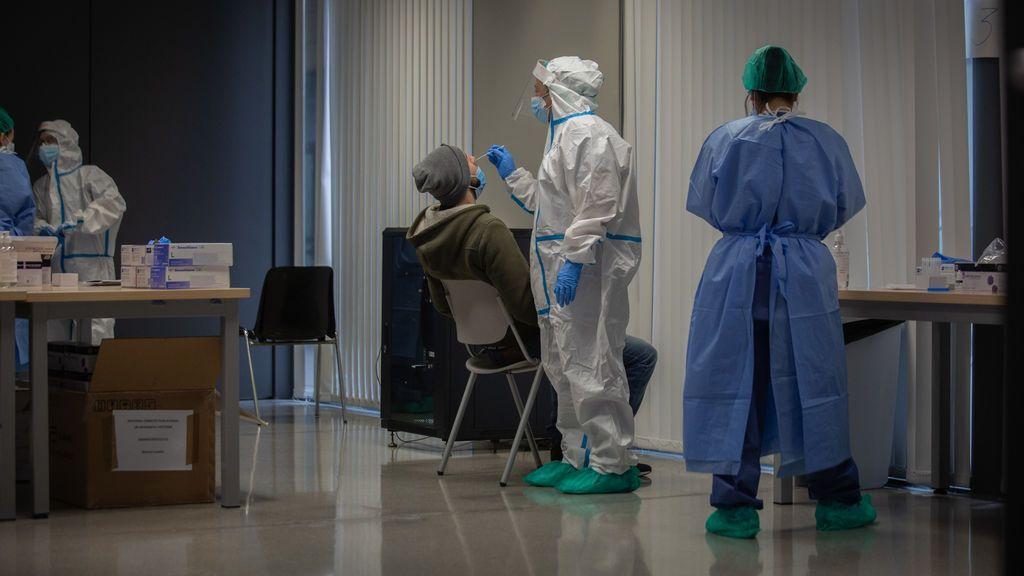Cataluña arranca el año con 3.732 nuevos contagios y 35 fallecimientos