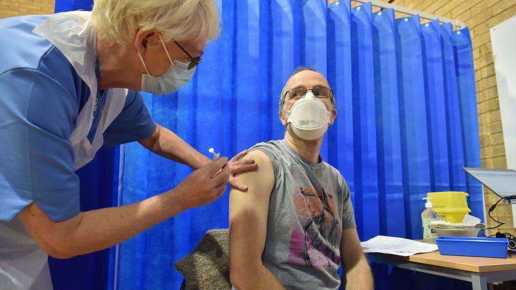 Reino Unido supera el millón de personas vacunadas contra el coronavirus