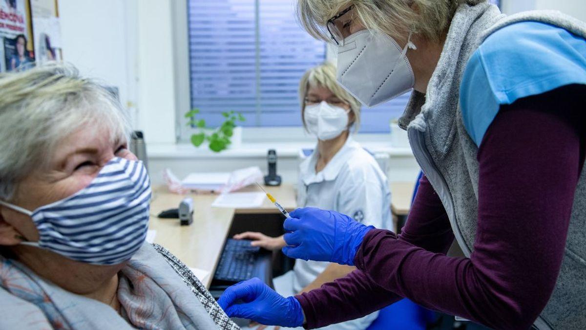"""Un centro de día en Euskadi no pondrá la vacuna a sus usuarios por """"estar todavía en fase experimental"""""""