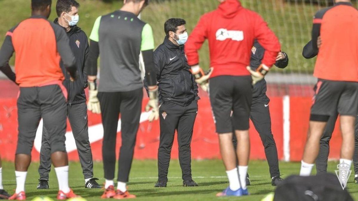 """El Sporting afirma que el origen del brote de Covid está en """"el ámbito social o familiar"""" de domiciliados en Gijón"""