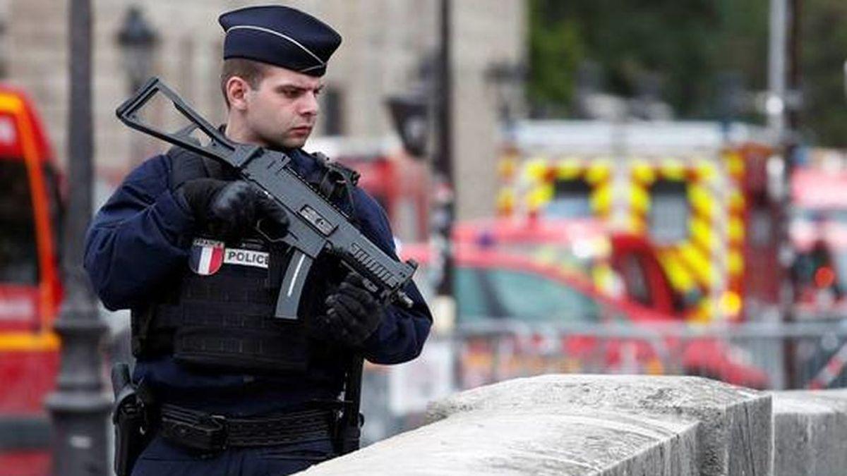 francia-investiga-como-atentado-terrorista-el-asesinato-de-cuatro-policias-en-paris