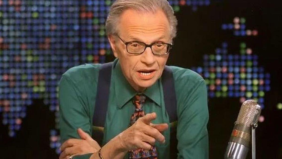 El presentador de televisión Larry King, de 87 años, hospitalizado en Los Ángeles por covid