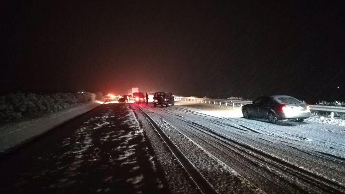 La nieve provoca importantes afecciones al tráfico en la A-12 (La Rioja), con cerca de 100 vehículos atrapados
