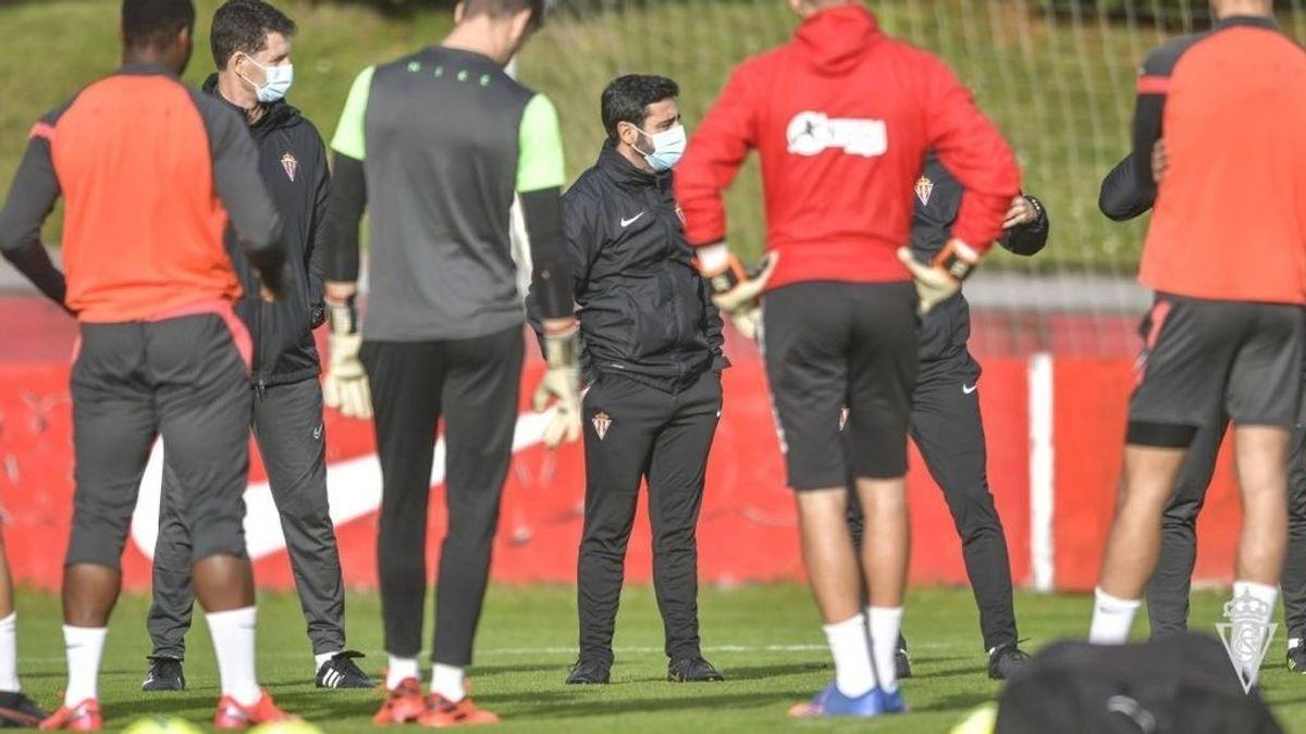 """El Sporting de Gijón asegura que el brote de covid detectado se inició """"en el ámbito familiar"""" y no en Mareo"""