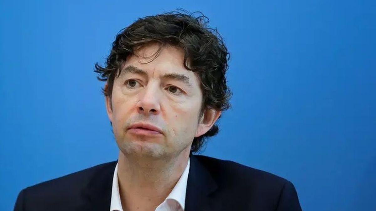 """El virólogo alemán Christian Drosten pronostica una mitad de año """"complicada"""" por la covid: la vacuna será clave"""