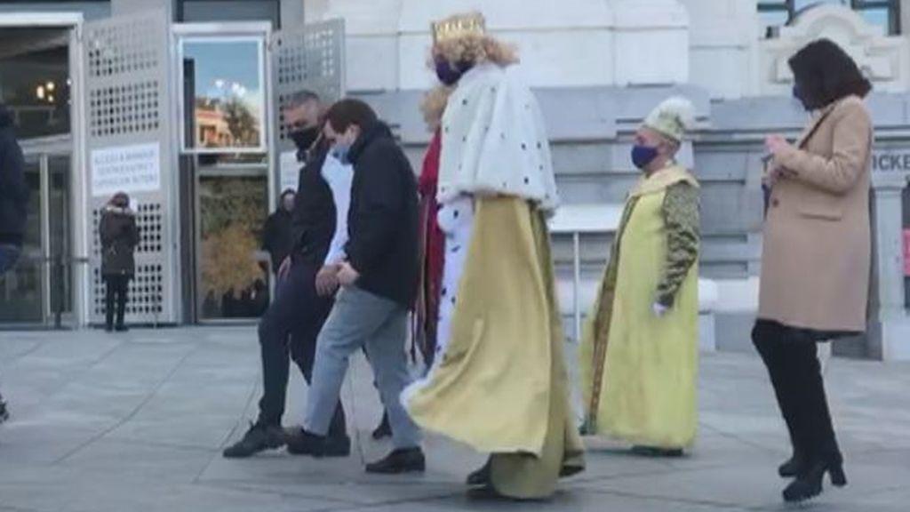 Almeida baila con los Reyes Magos