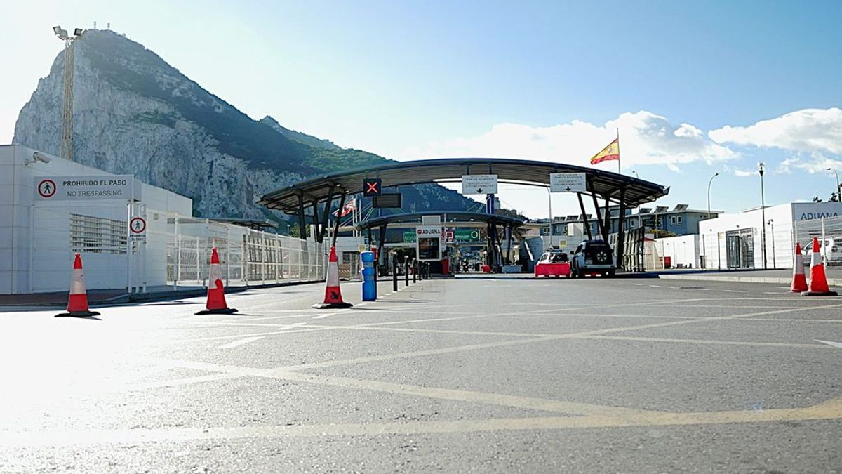 Una frontera vacía: el aislamiento de Gibraltar, y de los municipios que lo rodean, intenta poner freno a la pandemia