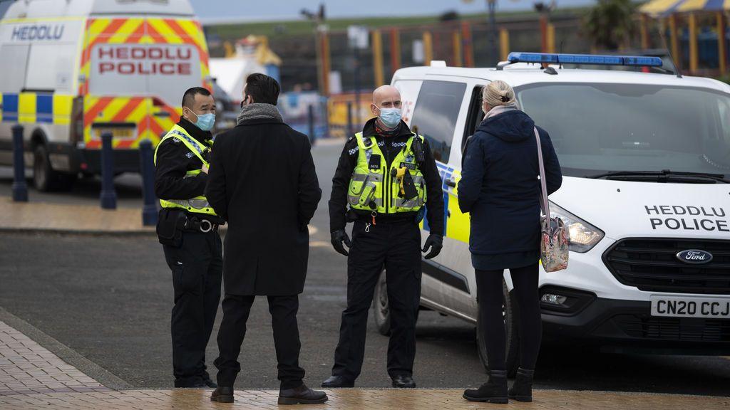 Cinco adolescentes, detenidos en Reino Unido por presuntamente apuñalar a otro de 13