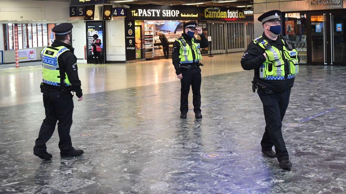 La Policía de Reino Unido detiene a cinco adolescentes relacionados con el asesinato de un niño de 13 años