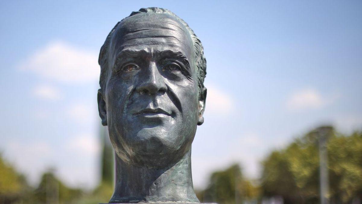 El Ayuntamiento de Cádiz retira el busto de Juan Carlos I y lo guarda en dependencias municipales