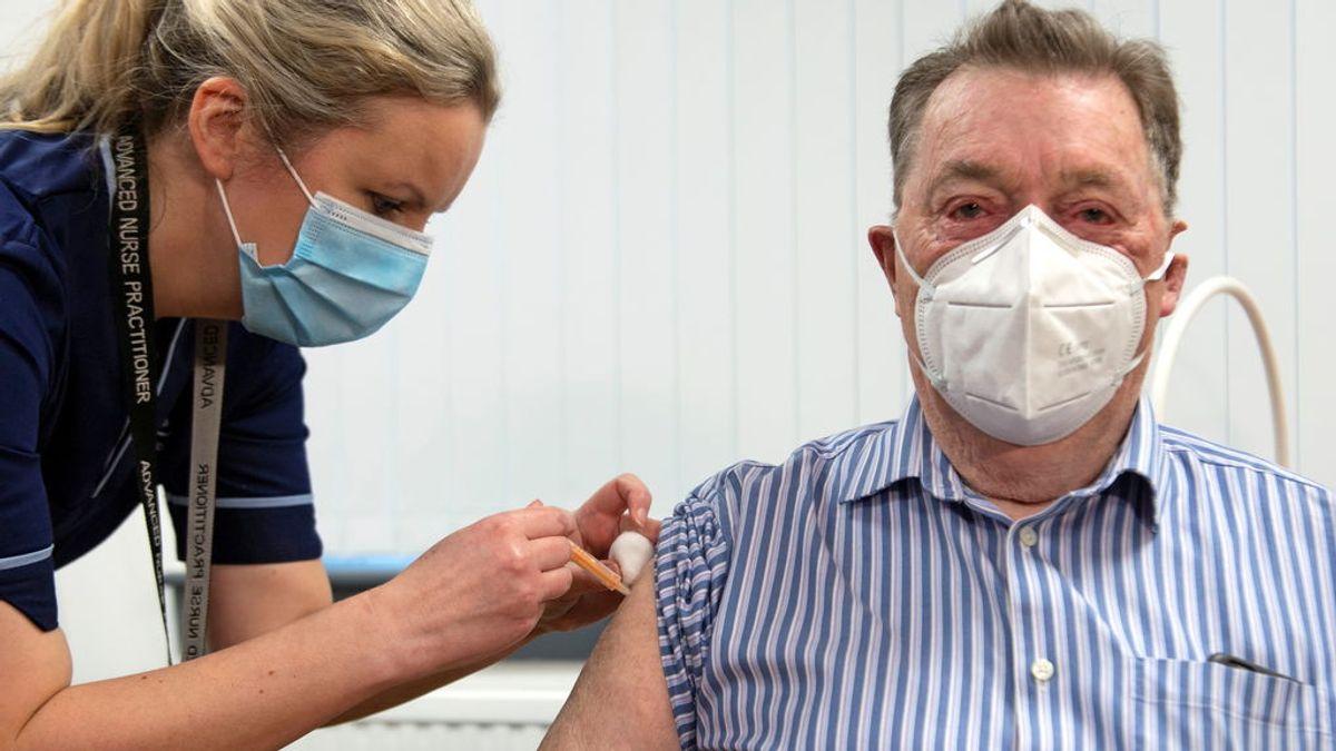 ¿Retrasar la segunda dosis de la vacuna? Alemania se lo plantea, Dinamarca y Reino Unido la retrasan
