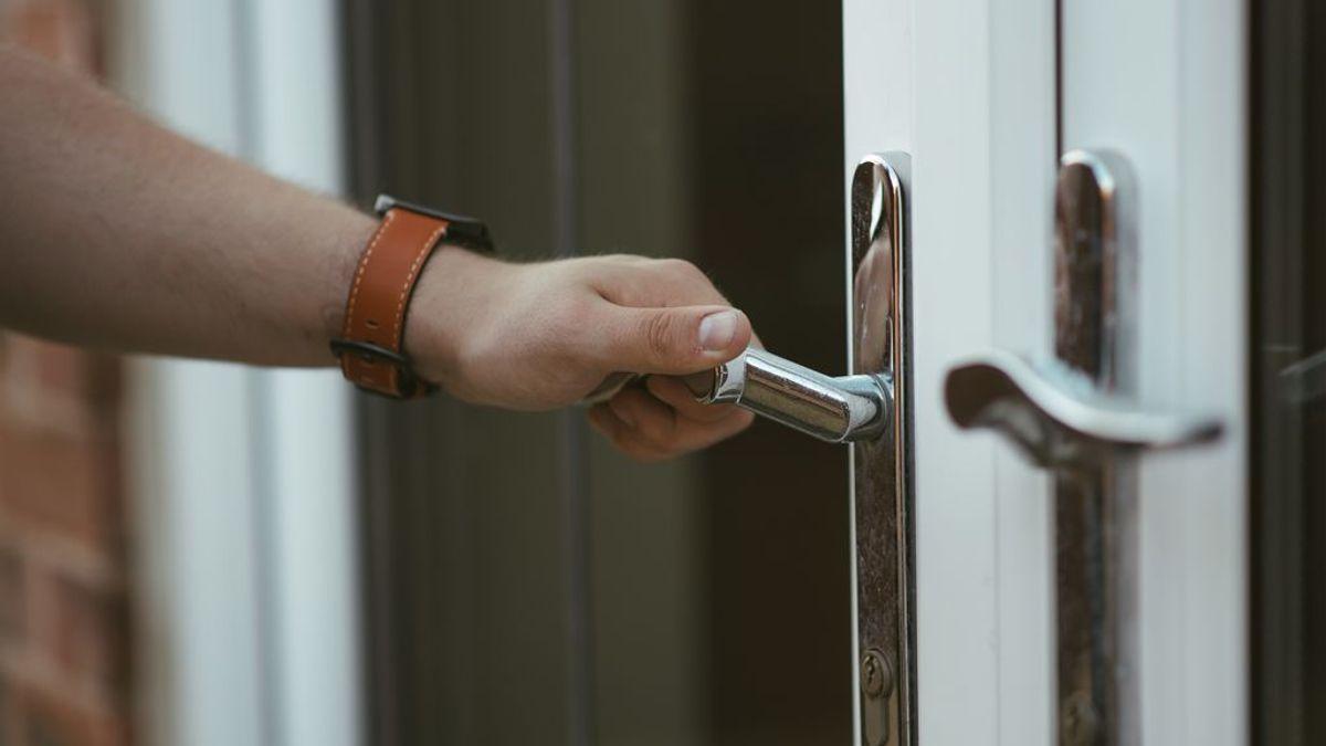 Un cerrajero cobra 1.077 euros a una mujer en Murcia por abrir su puerta en Nochevieja