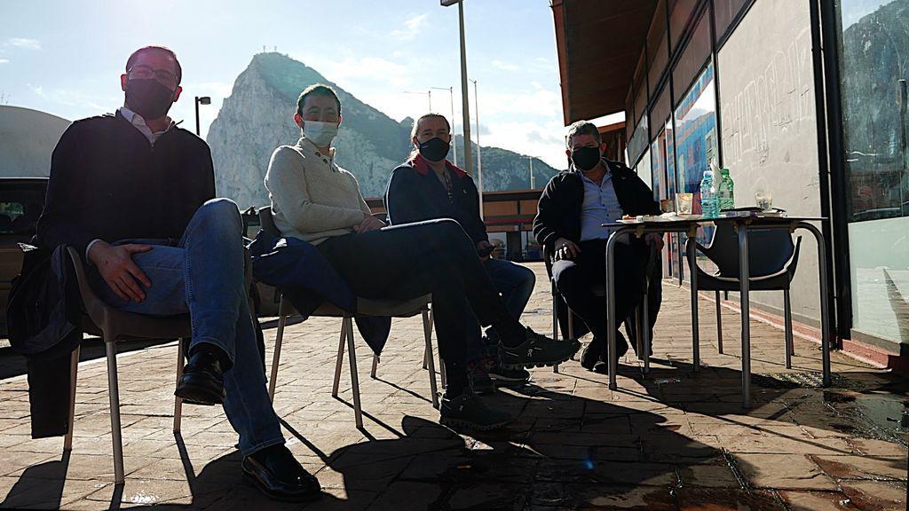 Un grupo de empresarios gibraltareños en La Línea de la Concepción, hoy