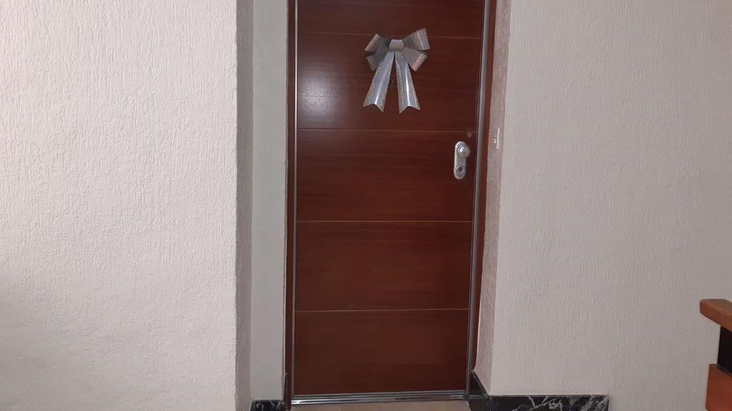 Cuando su marido y su hijo subieron con el ascensor, el cerrajero ya había abierto la puerta