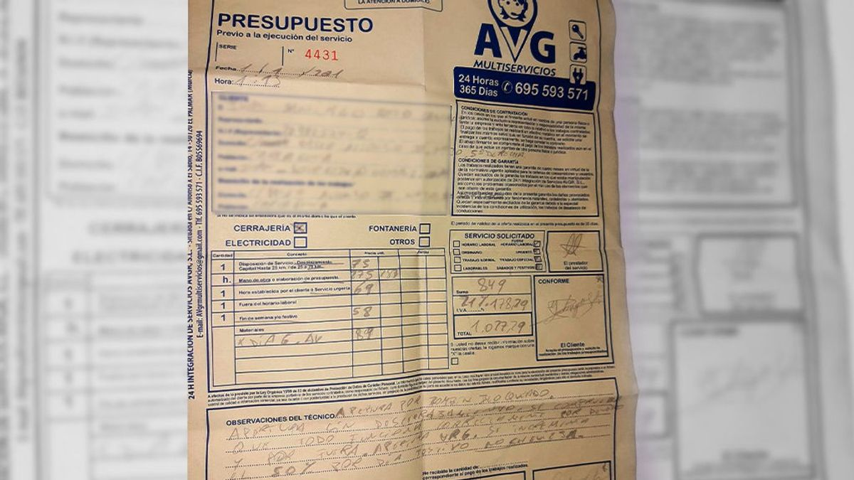 El resguardo de la operación muestra que el cerrajero cobró 1.077,23 euros