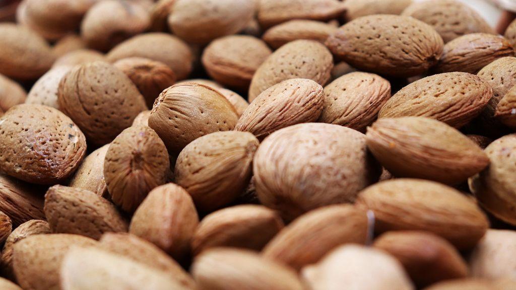 almonds-5178897_1920