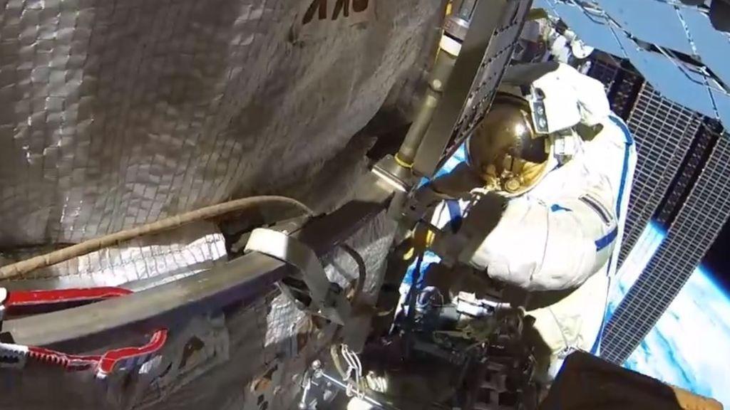 El impacto de un micrometeorito abre una grieta en la Estación Espacial Internacional