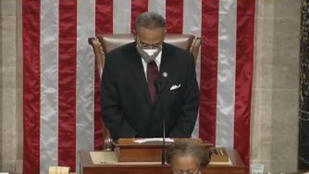 """""""Amén y Awoman"""": el supuesto rezo """"inclusivo"""" en la sesión inaugural del Congreso de EE.UU."""