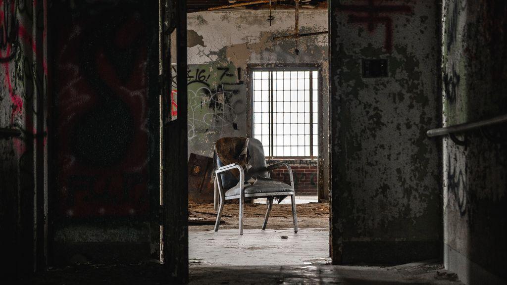 """El terrorífico piso que se ha encontrado un chico para entrar a vivir en Madrid: """"Estupendo para grabar REC"""""""