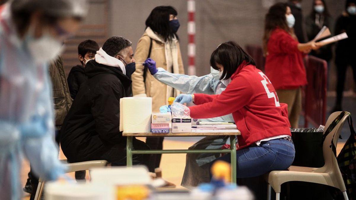 La Comunidad de Madrid privatiza la vacunación contra la covid con un contrato con Cruz Roja