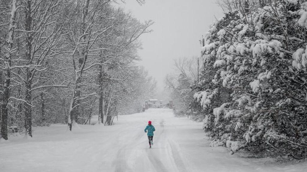 ¿Correr con frío adelgaza más? Esto es lo que dice el estudio más reciente