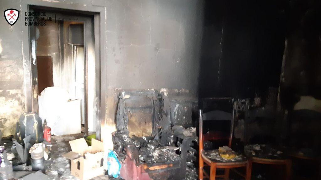 Muere un hombre en su casa tras un incendio en Vélez-Málaga