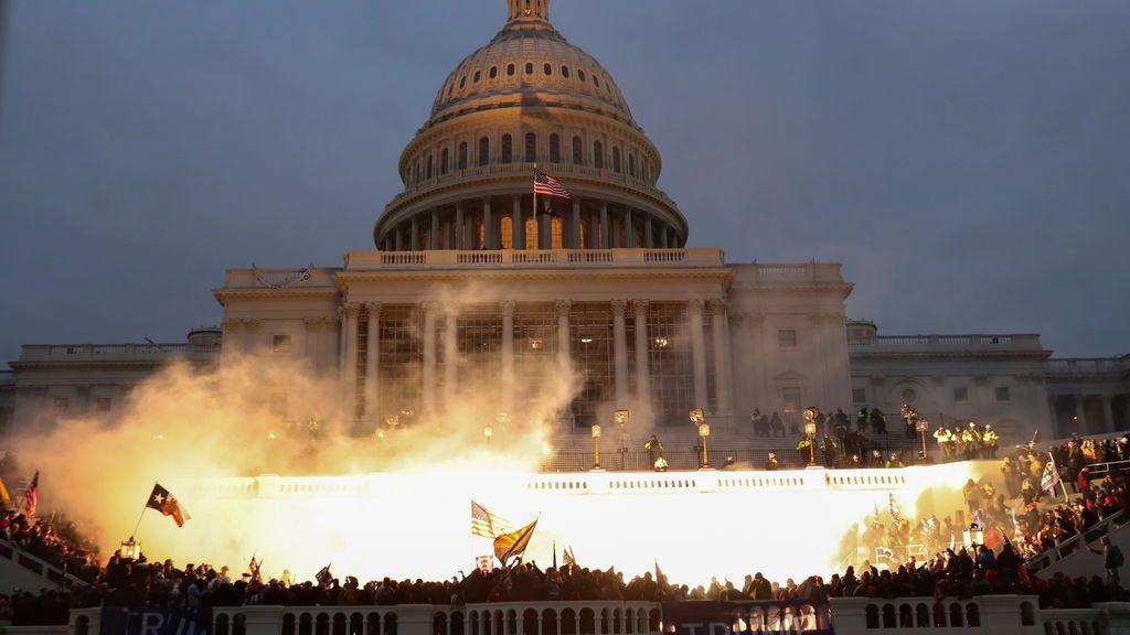 Trump instiga un asalto de sus simpatizantes al Capitolio durante la ratificación de Biden