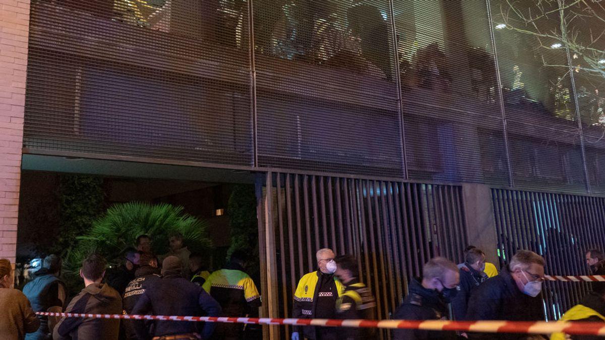 """Juan Carlos tras salvar a su madre del incendio de la residencia de Sevilla: """"He vivido la pesadilla del bombero"""""""