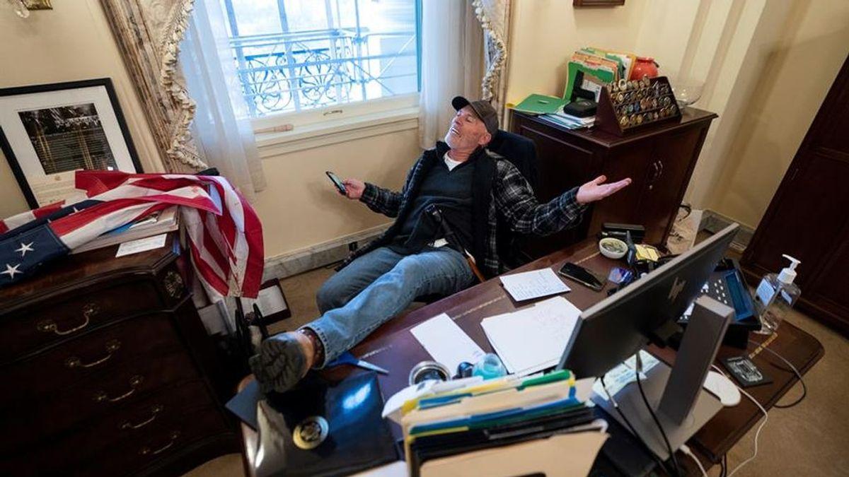 Richard Barnett, el hombre que invadió el despacho de Pelosi