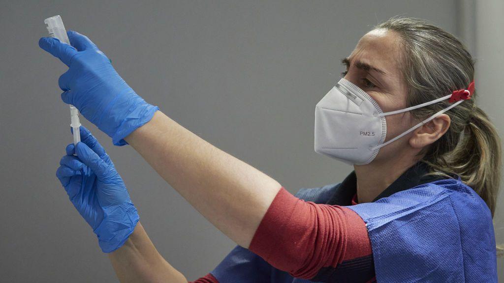 La mitad de los españoles duda de que vaya a recuperar la normalidad a pesar de la vacunas