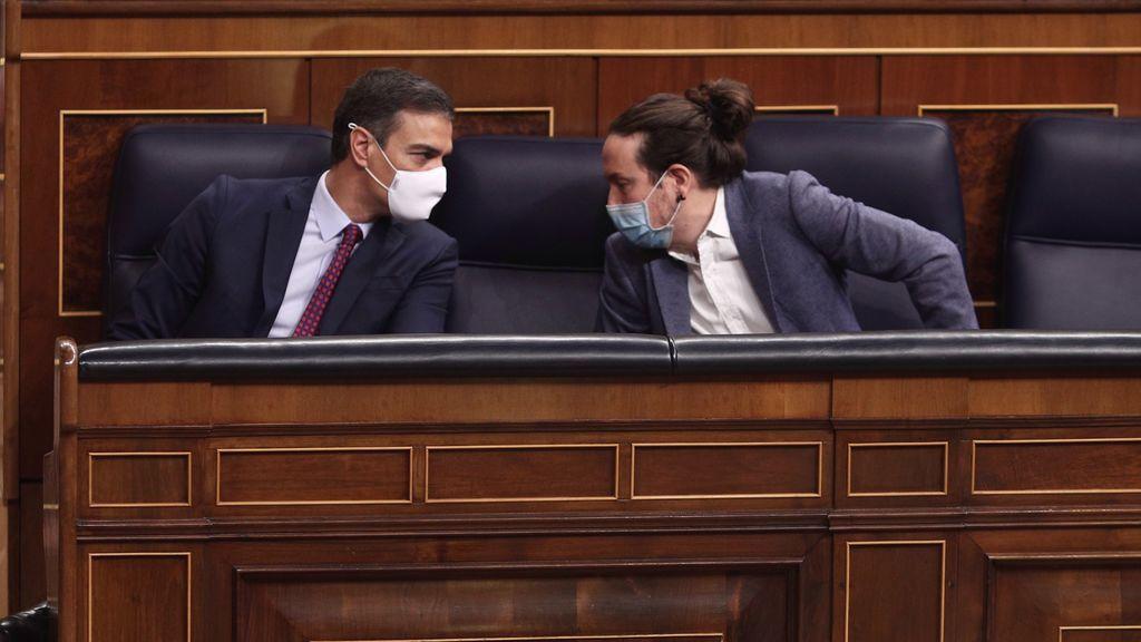 Pedro Sánchez y Pablo Iglesias en el banco azul del Congreso
